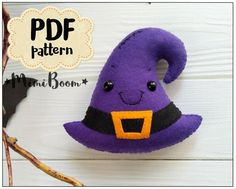 Simple and useful crafting - try making felt craft projects. Moldes Halloween, Halloween Sewing, Adornos Halloween, Halloween Toys, Halloween Patterns, Halloween Witches, Happy Halloween, Felt Halloween Ornaments, Felt Ornaments
