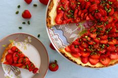 You stand out like a strawberry in a pot of peas. Bruschetta, Strawberry, Pie, Ethnic Recipes, Desserts, Blog, Pistachios, Strawberry Tarts, Play Dough