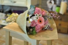 #Buchet cu #trandafiri roz și #iris - #livrare în #Chișinău, #Moldova. #bucheteonline #floristica E Online, Gerbera, Gift Wrapping, Table Decorations, Iris, Home Decor, Paper Wrapping, Decoration Home, Wrapping Gifts