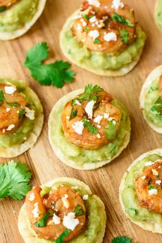 Spicy Shrimp Guacamole Bites - quick and easy, super addictive, and the perfect finger food appetizer for any gathering! Shared by Career Path Design. Lunch Snacks, Clean Eating Snacks, Healthy Snacks, Healthy Recipes, Pool Snacks, Healthy Appetizers, Eating Habits, Vegetarian Recipes, Shrimp Appetizers