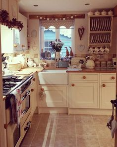 Tips For Implementing New Kitchen Decor Ideas. Do you want to renew your kitchen, however without changing everything in it? By merely redecorating the kitchen, it is possible to give that whole room a Cozy Kitchen, Farmhouse Kitchen Decor, Kitchen Ideas, Cottage Farmhouse, Country Cottage Kitchens, Country Kitchen Tiles, Small Cottage Kitchen, Nice Kitchen, Farmhouse Interior