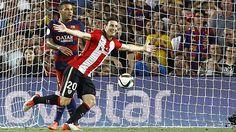 El Athletic de Bilbao empata 1-1 en el Camp Nou y se lleva la Supercopa España 2015. El gol del Athletic de chiste: ¡el Barça se quedó parado! - MARCA.com Camp Nou, Bilbao, Barcelona, Live Matches, Athletic Clubs, Basketball Court, Division, Football, Sports