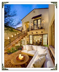 Love this cozy little courtyard. I want it!!!