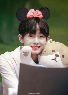 Baby Yongguk fansigning for the. Taking Care Of Kittens, Kim Yongguk, Solo Male, Kwon Hyunbin, Kim Sang, Korean Name, Hyun Bin, Cat Names, My Darling