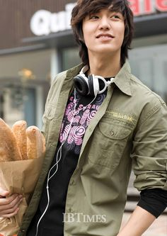 Lee Minho! My favorite Korean actor and the main guy in Boys Over Flowers, my favorite k-drama!