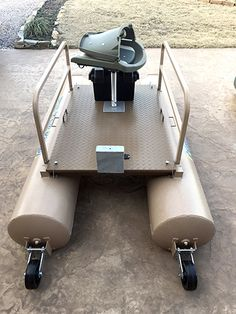 Boat Discover Rebel Modular Mini Pontoon Boat The Pond King Rebel pontoons slide together making it narrow enough to fit in the back of a standard full-size pickup. Fishing Pontoon, Fishing Boats, Catfish Fishing, Carp Fishing, Sport Fishing, Fishing Rod, Boat Building Plans, Boat Plans, Small Pontoon Boats