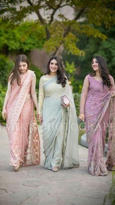 Pakistani Wedding Outfits, Pakistani Dresses, Indian Dresses, Indian Outfits, Indian Sarees, Indian Clothes, Saree Designs Party Wear, Saree Blouse Designs, Choli Designs