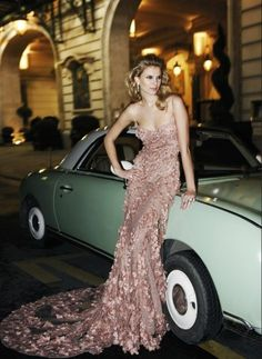 Zuhair Murad Couture, by Mario Sierra. Too couture - too stunning. Glamorous Evening Dresses, Elegant Dresses, Pretty Dresses, Evening Gowns, Rich Girls, Mode Glamour, Fashion Vestidos, Looks Street Style, Dresses 2013