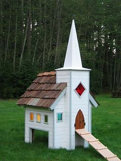 I don't need a chicken coop, but this is pretty cute. It's for sale, if anyone is interested.