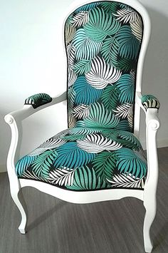 Voltaire armchair revamped - Décoration et Bricolage Home Decor Furniture, Painted Furniture, Furniture Upholstery, Wooden Sofa Set Designs, African Furniture, Curved Sofa, Chair Makeover, Interior Design, Inspiration
