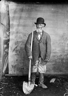 Hugh Rees road worker, (Tal-y-bont, Ceredigion) (John Thomas) Antique Pictures, Old Pictures, Old Photos, Vintage Photos, Funny Pictures, History Of Photography, Vintage Photography, History Of Wales, Learn Welsh