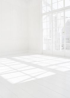 People Footwear - Inspiration -All White Room Pure White, White Light, Black And White, White Art, White Wood, Black Art, Outfits In Weiss, White Space, All White Room