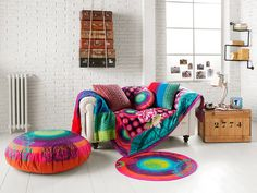 5 tricks to decorate your house - Decoration for Home Colorful Chairs, Colorful Decor, Sofa Next, Deco Boheme, Living Spaces, Living Room, Floating House, Home Interior, Bohemian Decor
