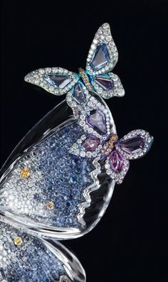 Wallace Chan's 'Spring Azure' brooch close-up / Sapphires and diamonds