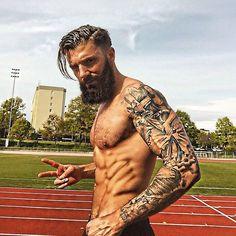 Nice tattoo and body!.... =)