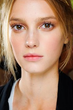 Simple and Natural Pink and gold at Valentino Fall 2011. Use NARS Windstar eyeshadow duo and Josie Maran Lip & Cheek stain in Tango.