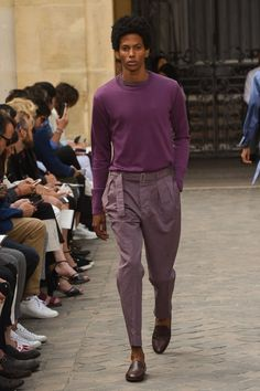 Officine Generale Spring 2018 Ready-to-Wear Fashion Show Collection Urban Fashion, Men's Fashion, Street Fashion, Spring Summer Fashion, Winter Fashion, Style Costume Homme, Style Anglais, La Mode Masculine, Mens Fashion Shoes