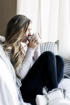 Photo by Samantha Rice Photography cozy indoor vibes with coffee