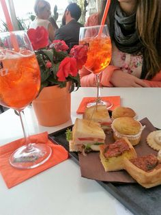 Finally it's weekend and what's better than have an aperitif (in Italian aperitivo) with friends? Milan is very famous for its numerous places where you can have the aperitivo. We want to show you our ranking for the best aperitivi there. By the way..we have tried so many places in Milan, so we consider ourselves …