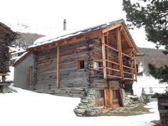 chalet project Destinations, Cabin, Architecture, House Styles, Projects, Home Decor, Barn, Arquitetura, Log Projects