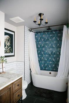 Modern home design Retro Home Decor, Beautiful Bathrooms, Dream Bathrooms, Tile Bathrooms, Bathroom Interior, Design Bathroom, Bathroom Tile Colors, Bathroom Ideas, Tub Tile