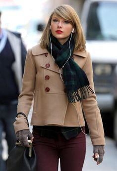 Taylor Swift. Hair, Makeup, Outfit: all perfection.