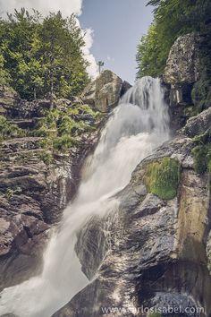 Cascada en Pirineos. España