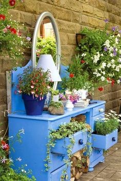 DIY Potting Benches You'll Want to Show Off 30 Beautiful Low-Budget DIY Garden Planters. This is Beautiful Low-Budget DIY Garden Planters. This is adorable! Garden Crafts, Garden Projects, Art Crafts, Yard Art, Room With Plants, Plantation, Garden Planters, Garden Bed, Blue Garden