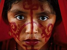Wayuu Girl with ceremonial makeup. The Wayuus Tribe, are an ancestral etnia located to south of Caribbean, between the border of Colombia and Venezuela. American Spirit, Native American, Tropical Colors, Dark Ages, Sacred Art, Anthropology, South America, Color Pop, Beautiful People