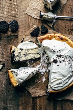 Ready for the best Oreo Cheesecake recipe in the world? Two ingredient Oreo crust filled with super . The Best Oreo Cheesecake Recipe, Easy Cheesecake Recipes, Cheesecake Cupcakes, Cheesecake Crust, Vegan Cheesecake, Oreo Crust, Chewy Chocolate Chip Cookies, Oreo Cookies, Brownie