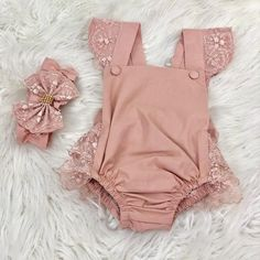 Baby girl romper, suitable for photoshot. This set ships out in 5days.