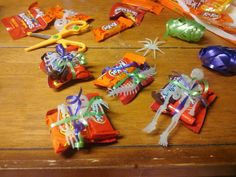 FUN GREAT IDEA FOR SCHOOL PARTY TREATS! These are my daughter's treats for her Halloween Party :)