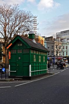 The Cabbies' Shelters Of Old London, Kensington Park Rd, W11