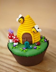 Bees - @KD Eustaquio Dickerson.  I am in LOVE with this cupcake!  (Not really, but you know what I mean.)  HOW CUTE!