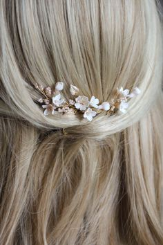 Hairstyles 2020 Trends Petite Pins_Blush and pale gold floral hair pins 2020 Trends Petite Pins_Blush and pale gold floral hair pins 6 Bobby Pin Hairstyles, Loose Hairstyles, Headband Hairstyles, Wedding Hairstyles, Bridal Hairstyle, Hairstyle Ideas, Braided Hairstyles, Hair Ideas, Wedding Hair Flowers