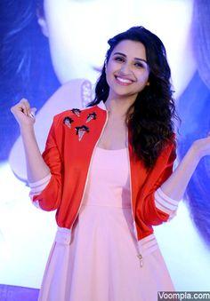 Parineeti Chopra flashes her beautiful smile! via Voompla.com