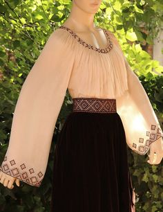 Pin by Curcan Mihaela on costum popular Stylish Dresses For Girls, Modest Dresses, Casual Dresses, Fashion Dresses, Girl Fashion, Party Wear Dresses, Dress Outfits, Batik Fashion, Afghan Dresses