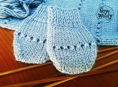 Teje mitones o manoplas para bebé con dos agujas Knitted Baby Clothes, Knitted Hats, Knitting For Kids, Baby Knitting, Baby Mittens, Summer Jacket, Pattern, Sweaters, Lana