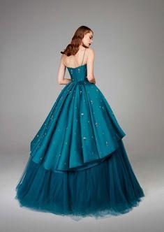 Hamda Al Fahim Fall 2018 Haute Couture Collection Cheap Dresses, Elegant Dresses, Pretty Dresses, Ball Gown Dresses, Prom Dresses, Formal Dresses, Costume Manga, Couture Dresses, Fashion Dresses