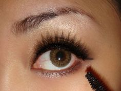 Makeup Tutorial: How To Create A Simple Smoky Eye