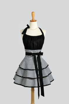 Flirty Chic Apron : EXCLUSIVE Creative Chics Retro Sexy Womans Apron Black and White Gingham Vintage Style Retro Apron