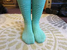 Kakurenbo is worked from the cuff down, and uses 2 stitch patterns to reverse the direction of the arrows around the leg and down the instep. Don't want mis-matched socks? Pick your direction of choice and knit 2 of the same sock!