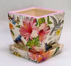 Napkin Decoupage, Decoupage Art, Diy Home Crafts, Garden Crafts, Easter Arts And Crafts, Indoor Flower Pots, Ceramic Flower Pots, Crafts To Make And Sell, Painted Pots