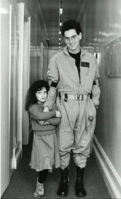 Harold Ramis, in his Ghostbusters costume, with his daughter Violet Ramis. Extreme Ghostbusters, The Real Ghostbusters, Ghostbusters Pictures, Ghostbusters Logo, Ghostbusters Costume, Blade Runner, Die Geisterjäger, Harold Ramis, Star Trek