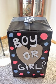DIY gender reveal: boy or girl? gender reveal party balloon box. All you need: large box, wrapping paper and scrapbook paper.