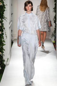 Mulberry Spring 2014 Ready-to-Wear Collection Beautiful overall! loved the sateen fabric, sow and the pearl white suits the model.