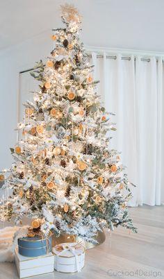 Tree Collar Christmas, Orange Christmas Tree, Natural Christmas Tree, Flocked Christmas Trees, Tabletop Christmas Tree, Christmas Rose, German Christmas, Modern Christmas, Christmas Tree Decorations