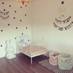 Kinderkamer spam nog eentje dan! #schattig #kidsroom #kinderkamer #stylen #letterbanner #stippen #nijntje #nobodinoz #blackandwhite #ikea