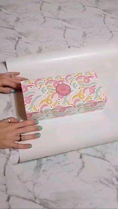 Diy Crafts Hacks, Diy Crafts For Gifts, Paper Crafts, Creative Gift Wrapping, Creative Gifts, Diy Wrapping, Gift Wrapping Techniques, Diy Gift Box, Simple Gifts