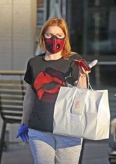 Mask Girl, Ariel Winter, White Face Mask, Studio City, Spring Street Style, Winter Looks, Winter Wear, Black Cotton, Graphic Tees